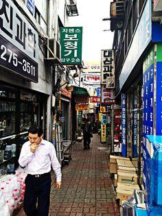 이상협 Lee Sang Hyub @egotripism /  세상의 모든 골목이 건강하기를. / 서울 종로 종로 / #골목 #길 #사람 / 2012 09 18 /