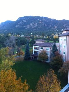 If you Like mountains...visit Colorado Springs...Thats the other View from my room