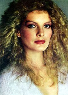 Rene Russo with a head full of loose curls and glam makeup, Rene Russo, 1970s Makeup, Glam Makeup, Young Celebrities, Celebs, Beautiful Celebrities, Model One, Famous Models, Classic Beauty