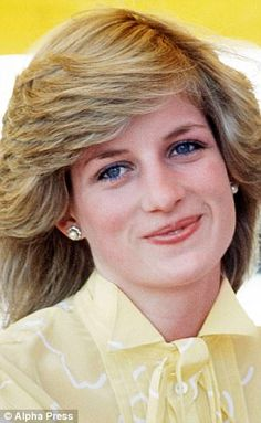 Perhaps more than any other part of her appearance, Diana's hair defined her. Here we detail how her look changed from 1981 through to one of her final public appearances. Princess Diana Hair, Princess Diana Fashion, Princess Diana Family, Princess Diana Pictures, Royal Princess, Lady Diana Spencer, Diana Haircut, Princesa Real, Mario Testino