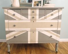 Taupe, tan & white. Shades of Blue Interiors: Gray Union Jack