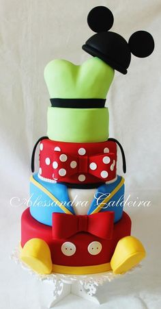 What an awesome Mickey Mouse cake!