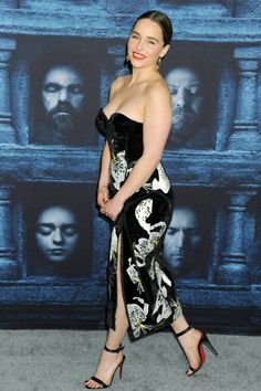 With EMILIA'S luscious ivory tits bobbling by me, MY eyes would be WIDE OPEN. ❤❤❤