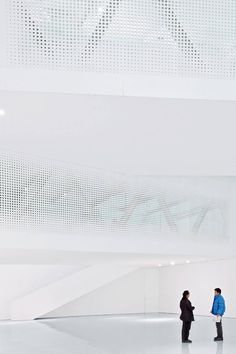 Because contrary to popular discourse, white is a color too.  Yue Art Gallery / Tao Lei Architect Studio