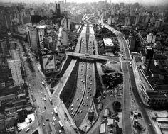 As Avenidas General Olímpio da Silveira e São João vistas a patir da altura da Rua Conselheiro Brotero, antes da instalação do Minhocão. Década de 50