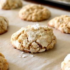 These crinkly Oatmeal Cookies are the reason why pastry superstar Christina Tosi​ learned to bake! Momofuku Recipes, Bakery Recipes, Dessert Recipes, Dessert Ideas, Crinkle Cookies, Milk Cookies, Oatmeal Cookies, Beaux Desserts, Cookie Desserts