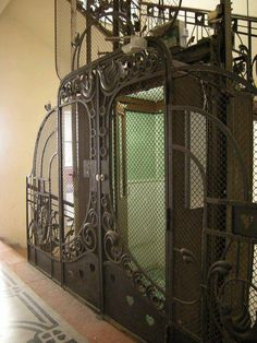 ascenseur dans un immeuble de Budapest.