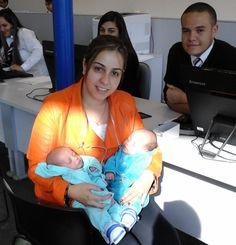 Cidadania em dose dupla: os gêmeos Heitor e Enzo também foram ao Poupatempo fazer seu primeiro RG.