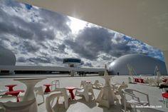 Niemeyer Centro cultural. Avilés Asturias. Pineado por Social Izan, agencia de Marketing Digital y Posicionamiento Web en Asturias. Especialistas en presencia Online y Marketing Social. Socializan.es