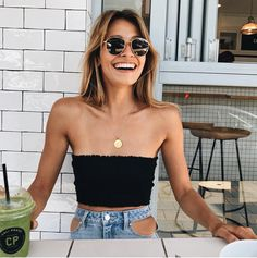 Cute little black tube top with denim. Cute little black tube top with denim. Urban Outfitters, Elissa, Looks Style, My Style, Hippie Stil, Fashion Beauty, Womens Fashion, Fashion Trends, Fashion Outfits