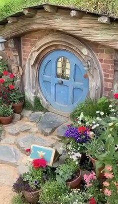 Casa Dos Hobbits, Farm Town, The Hobbit Movies, Privacy Landscaping, Sheep Farm, Destinations, Fantasy House, Dollhouse Kits, Garden Images