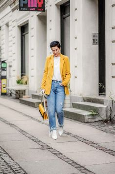 Spring 2018 Trend: Blazers - Be you, very well Casual Winter Outfits, Trendy Outfits, Fashion Outfits, Casual Chique, Blazer Outfits, Blazers, Mellow Yellow, Fashion Spring, Spring Style