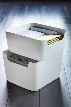 PLUGGIS waste sort­ing bin is compact, stackable and easy to clean. Consider one for every room to make recy­cling that much easier. Or why not stack two waste paper baskets and create a space efficient sorting station?
