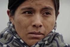 """Documentaire. """"Hija de la laguna"""": le combat d'une Péruvienne exalte le pays   Courrier international"""
