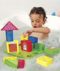 Delight little brains and develop fine motor skills and hand-eye coordination with this stimulating bath time building activity. A floating platform and blocks that cling together when wet challenge tiny minds and help with visual sensory development. Materials are resistant to mold and won't absorb water or warp, ensuring long lasting fun.