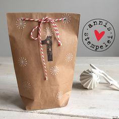 für alle die, die die vorweihnachtszeit lieben und genießen und es kaum erwarten können ...  ein schlichter, wirkungsvoller adventskalender zum selbst befüllen mit weißen...