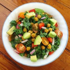"""180 curtidas, 15 comentários - Shahreen Ahmed (@happyhealthyshahreen) no Instagram: """"I love salad!! 🥗 Especially when it has all of my favorite ingredients! This is perfect any time of…"""""""