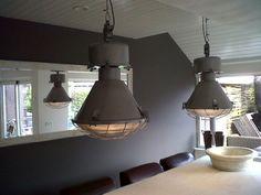Grote industriële lamp met bolglas *ze zijn er weer!* | Industrielampen / fabriekslampen | Old Wood