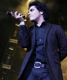 Gerard <<< THAT. That is the most boss way to hold a mic I've ever seen