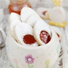 biscuiti-oua-pasti-detaliu Ricotta, Bread Recipes, Pancakes, Biscuit, Food And Drink, Muffins, Easter, Sweets, Cheesecake
