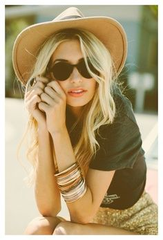 Round sunglasses, Tan wide-brimmed hat, stacked bangles