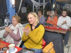An Bord der MS Schwalbe ging es am Sonntagabend (9. Oktober) um Märchen, Mythen und Morde. Die Zuhörer genossen die Erzählungen bei Sekt und Kakao.