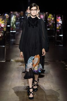 #DriesVanNoten  #fashion  #Koshchenets   Dries Van Noten Spring 2017 Ready-to-Wear Collection Photos - Vogue