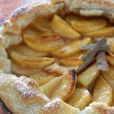 Super easy Apple Tart works just as easy and tastes just as great using pie dough too. Apple Recipes, Sweet Recipes, Sweet Bakery, Sweet Pie, Sweets Cake, Happy Foods, Bakery Cakes, Love Food, Dessert Recipes