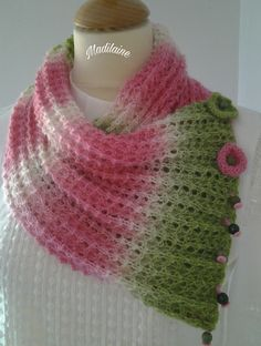 Tour de cou,col femme tricoté main en laine aux couleurs intenses de rose,écrue et vert pomme : Echarpe, foulard, cravate par madilaine