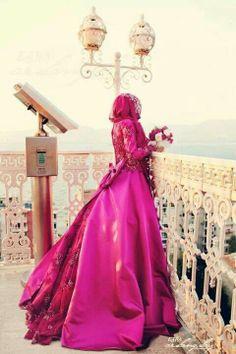 Pink bridal gown #MuslimWedding, www.PerfectMuslimWedding.com