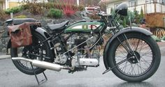 BSA Sloper 500 monocylindre quatre temps, refroidissement à air, soupapes en tête, fourche à parallelograme, freins à tambour, démarrage au kick, 1928, Motos BSA Birmingham, Angleterre, Europe.