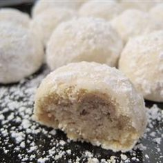 Get Mexican Wedding Cookies Recipe from Food Network Mexican Wedding Cake Cookies, Italian Wedding Cookies, Wedding Cookie Recipes, Mexican Cookies, Köstliche Desserts, Delicious Desserts, Dessert Recipes, Icing Recipes, Taco Bar