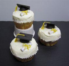 Doktorhut-Cupcakes   Doctorial Cap Cupcakes   Mandarinen-Orangen-Quark-Cupcakes   Mandarin Orange Cupcakes   süß und cremig - Foodblog