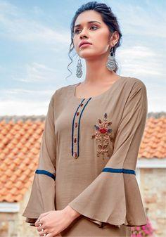 Kurti Sleeves Design, Kurta Neck Design, Sleeves Designs For Dresses, Fancy Blouse Designs, Silk Kurti Designs, Kurta Designs Women, Kurti Designs Party Wear, Patiala Salwar, Fancy Kurti