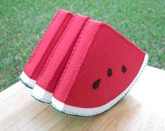 Watermelon Slice Felt Food Play Food by FiddledeeDeeCraft on Etsy Food Crafts, Kids Crafts, Felt Food Patterns, Felt Fruit, Felt Play Food, Pretend Food, Homemade Toys, Felt Fabric, Fabric Dolls
