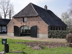 Typical Dutch country style home Business Architecture, Home On The Range, Modern Traditional, Country Style Homes, Love Home, The Ranch, Bed And Breakfast, Beautiful Homes, New Homes