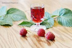 Akademia Ciastek... i nie tylko: Malinówka - nalewka malinowa Strawberry, Fruit, Food, The Fruit, Meals, Strawberries, Yemek, Eten