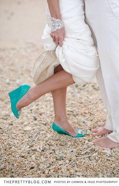 Turquoise shoes | Photographer: Carmen & Ingo Photography