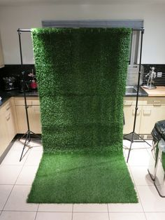 HOWTO - How I made my artificial grass backdrop/background | utubemakeup