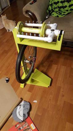 Diy spinning wheel I made for my wife. - Imgur Diy Spinning Wheel, Spinning Wool, Hand Spinning, Spinning Wheels, Straw Weaving, Yarn Inspiration, Bead Loom Patterns, Tapestry Weaving, Loom Beading