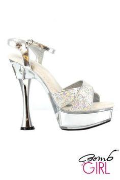 Bomb Girl, il brand delle scarpe sexy. Sandali eleganti di nome Cjanie che vi renderanno molto sexy. la parte superiore del sandalo riporta due fascie larghe che si incrociano e sono interamente ricoperte da strass che brillano alla luce, altra caratteristica di questo sandalo è la forma del tacco molto particolare e del cinturino alla caviglia. Il Tacco è alto 15 cm e il Plateau 5 cm. Disponibile in colore argento in cinque misure, dalla 36 alla 40.