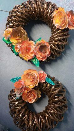 Ghirlanda carta riciclo e fiori di carta dipinti a tempera