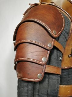 Ursine Witcher leather armor inspired by Geralt Costume - costume commission Leather Armor, Leather Tooling, Tan Leather, Dragon Tattoo Back Piece, Dragon Sleeve Tattoos, Sewing Leather, Leather Craft, Handmade Leather, Witcher Armor