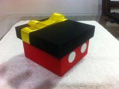 Caixa+mdf+para+lembrancinha+do+Michey+toda+revestida+de+tecido,+fita+cetim+e+botões. R$ 9,00