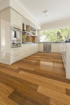 This is the original, beautiful and unique Australiana from our Premium Range Bamboo. Simulating a timber floor, it is the most popular choice by our customers. Kitchen perspective.
