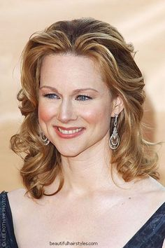 Laura Linney with Glamorous Medium Hairstyle for Forty-Year-Old Woman - Beautiful Hairstyles