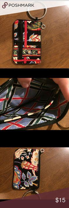 "Vera Bradley wristlet Great little wristlet from Vera Bradley. measures 4.5"" X 7"". In EUC Vera Bradley Bags Clutches & Wristlets"