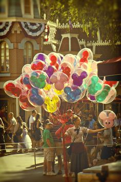 Not a big fan of balloons but these balloons from Disneyland never fail to impress me