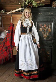 Vestfoldbunad Norwegian Fashion, German Fashion, Traditional Fashion, Traditional Dresses, Norway Culture, Blue Stockings, Scandinavian Fashion, Swedish Design, Folk Costume