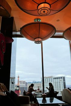 Best activity in Vegas with the Girls - Afternoon Tea at the Mandarin Oriental Las Vegas // localadventurer.com